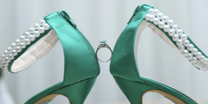 engagement ring green theme