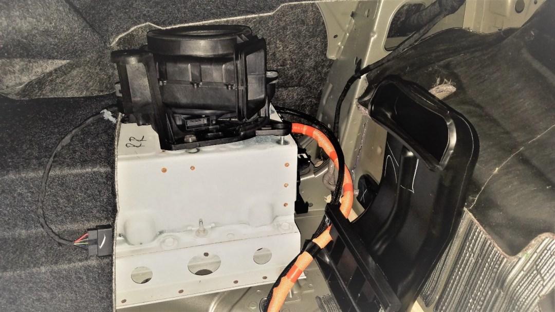 Hybrid battery cooling fan