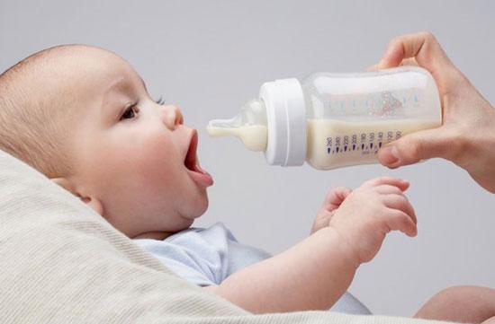 Sữa bột Frisolac Gold 1 giúp phát triển hệ thần kinh và trí não của bé
