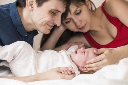 Ζευγάρι με μωρό