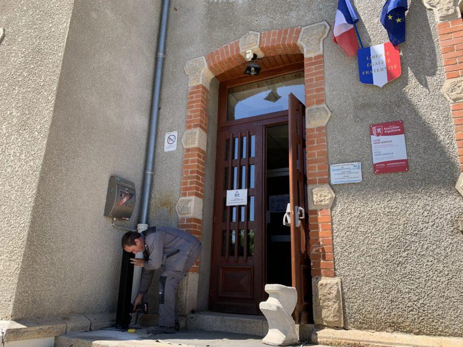 installation distributeurs gel hydor alcoolique EPL de Haute-Corrèze