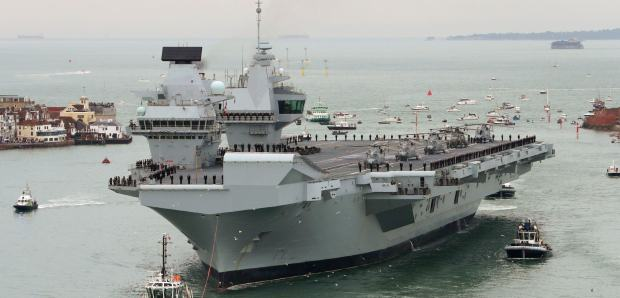 HMS_Queen-Elizbeth-Arrives-Portsmouth-Photo