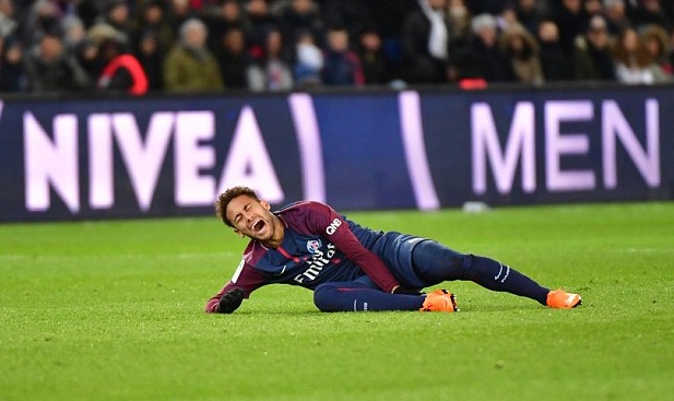 Neymar-writhing-in-pain-holds-the-injured-ankle.jpg