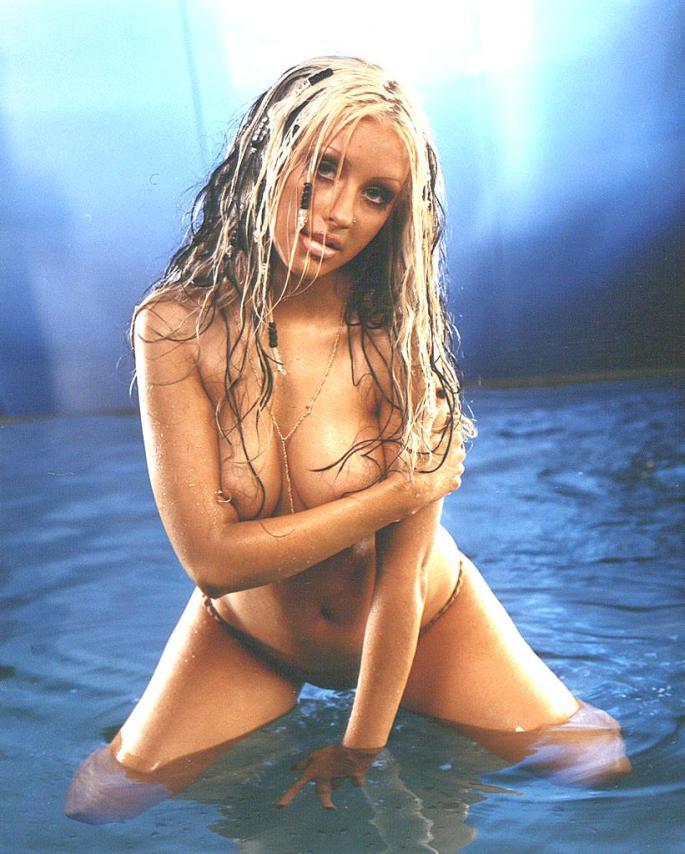 Christina-Aguilera-Topless.jpg