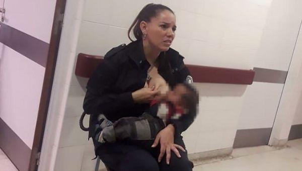 Policewoman breastfeeding.jpg