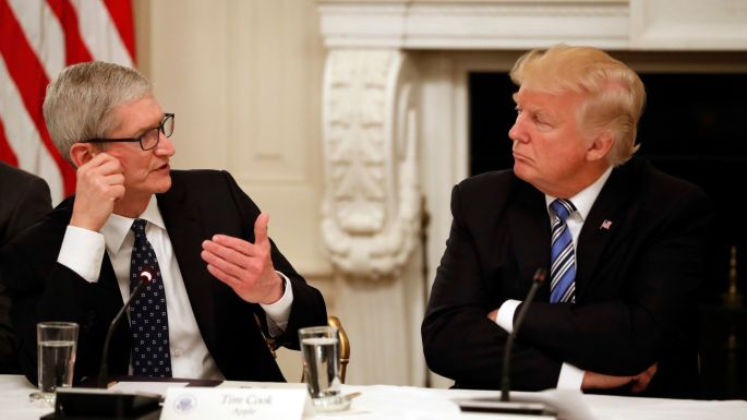 Trump and Apple boss.jpg