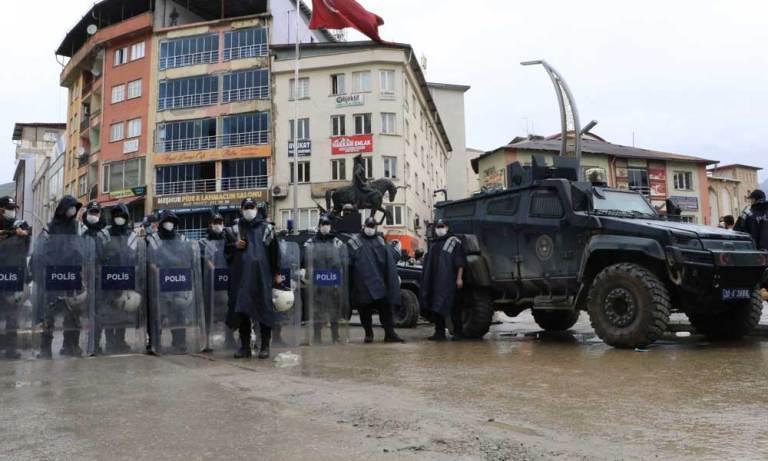 HDP nin Demokrasi Yürüyüşü Polis Müdahalesi İle Başladı