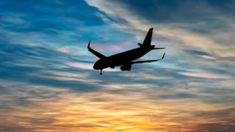 Endonezya'da bir yolcu uçağıyla bağlantı kesildi