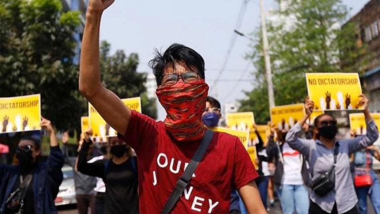 Myanmar'da bugünkü protestolarda 56 kişi öldürüldü