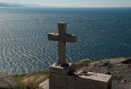la cruz  en el mar que simboliza la vida y la herencias en vida Tui