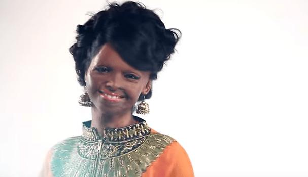 Laxmi Saa na campanha da Viva N Diva (Foto: Reprodução Youtube)