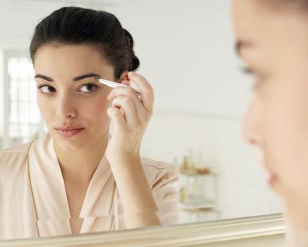 Deixe sua sobrancelha mais bonita com os produtos adequados (Foto: Think Stock)