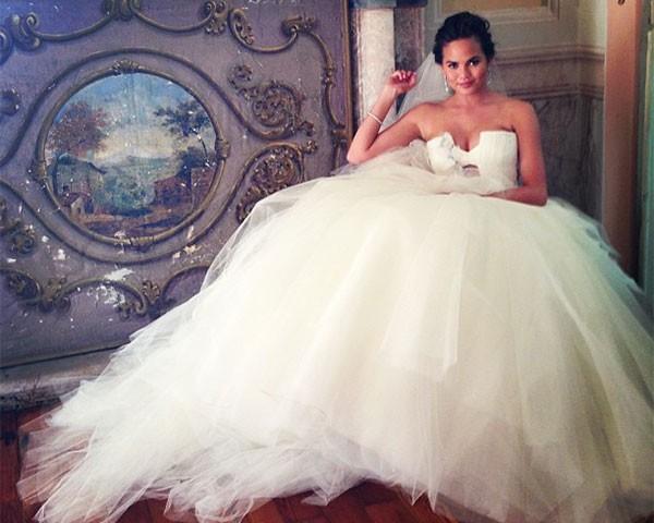 Não é incomum as famosas usarem mais de um vestido de noiva (Foto: Reprodução/Intagram)