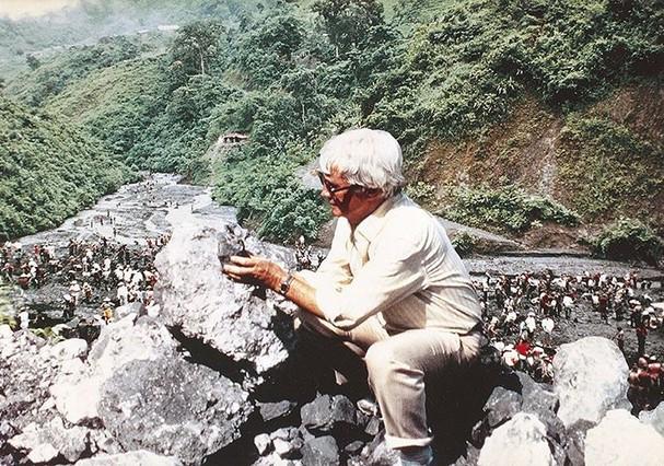 Jules Sauer em busca de gemas excepcionais na mina de Muzo, na Colômbia, em 1990 (Foto: Reprodução Instagram)