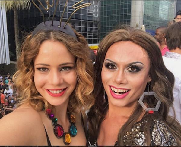 Leandra Leal e Silvero Pereira na Parada do Orgulho LGBT, neste domingo (18) (Foto: Reprodução Instagram)