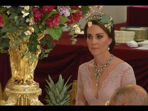 Kate Middleton no jantar de gala (Foto: Reprodução/Twitter (Kate Middleton Style))