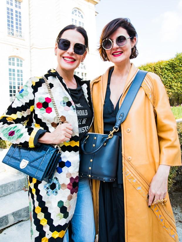 Carolina Ferraz com a editora de moda de Marie Claire Larissa Lucchese (Foto: Fabíola Prado)