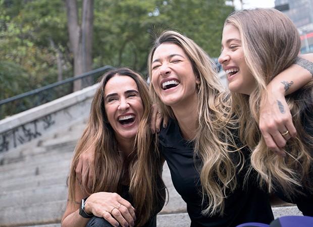 Vera Minelli (à esq..) com as filhas Gabriela Pugliesi e Marcella Minelli. Elas dividem roupas, acessórios, a turma de amigos e confidências íntimas (Foto: Autumn Sonnichsen)
