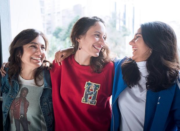 A escritora paulistana Marina Moraes (à dir.) com as filhas Manuela e Laura. Ela se separou, mudou de cidade e de profissão (Foto: Autumn Sonnichsen)