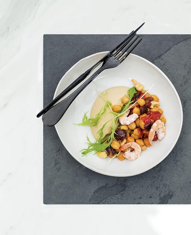 Purê de feijão- branco com camarão e grão-de-bico (Foto: Rogério Voltan)