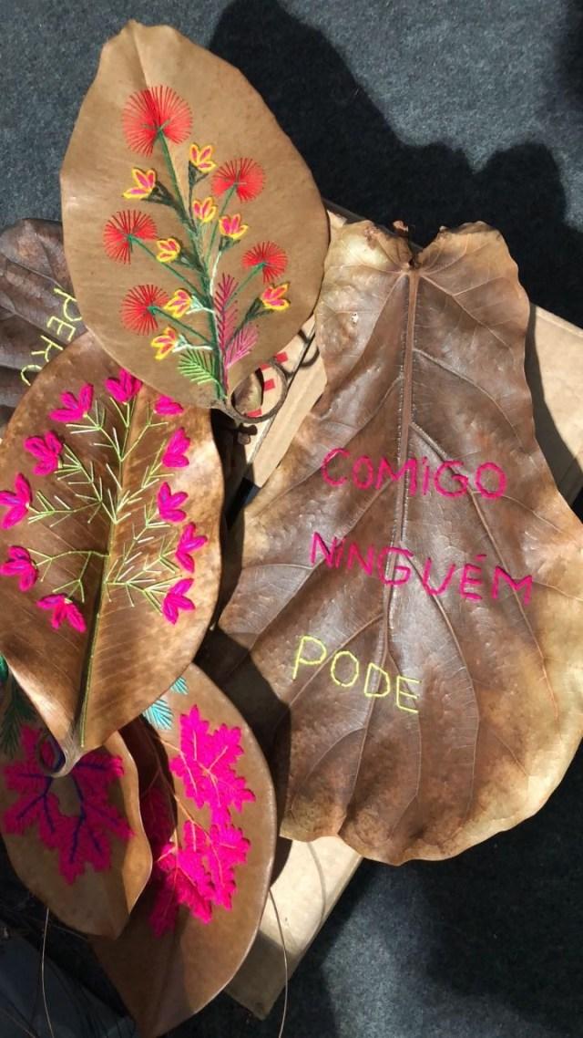 Folhas bordadas pelas artesãs da região (Foto: Vogue Brasil)