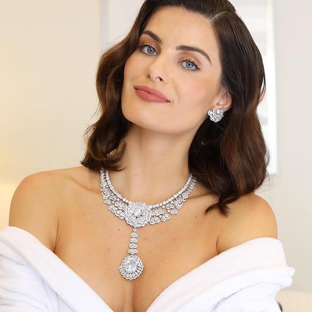 Isabeli Fontana e seu colar (Foto: Reprodução Instagram)