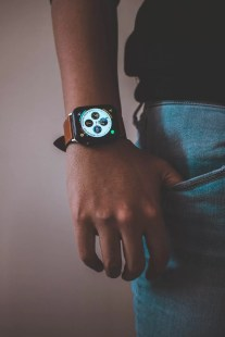 Men wearing wearable wristband (apple watch)