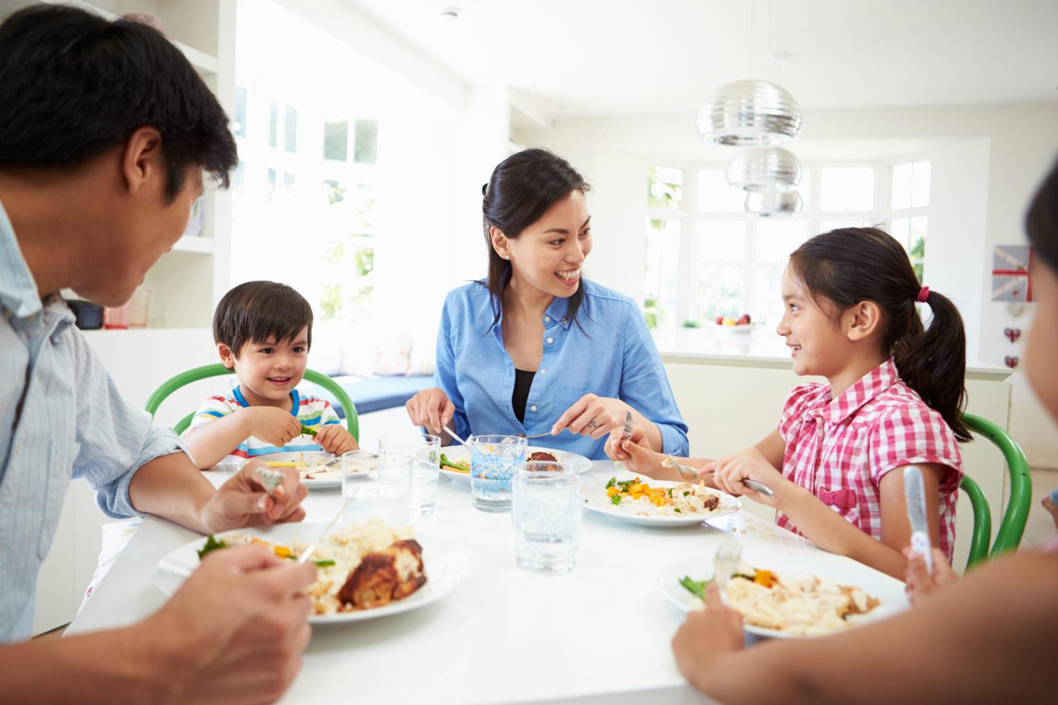 علاقة الطفل الصحية بالطعام