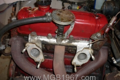 1967_MGB_GT_engine_078