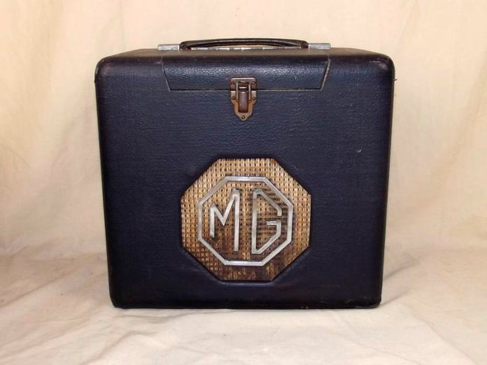MG 1940's Portable Valve Radio by Roberts Radio box