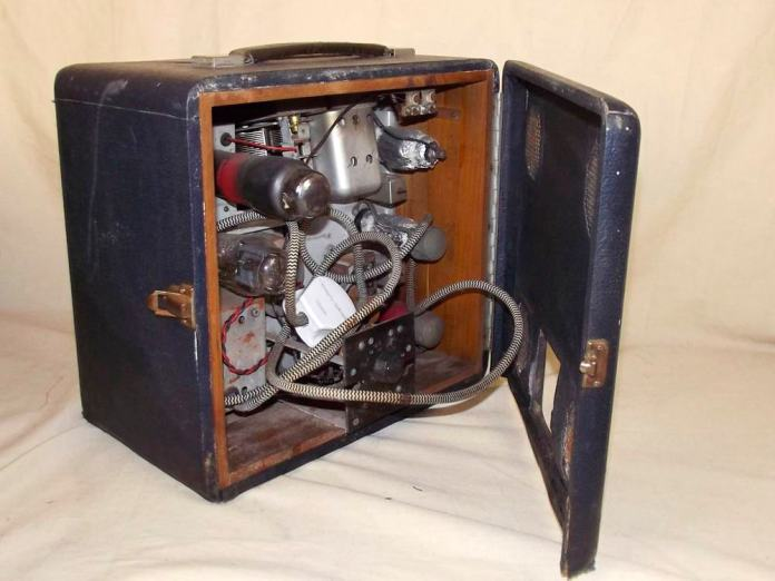 MG 1940's Portable Valve Radio by Roberts Radio interior