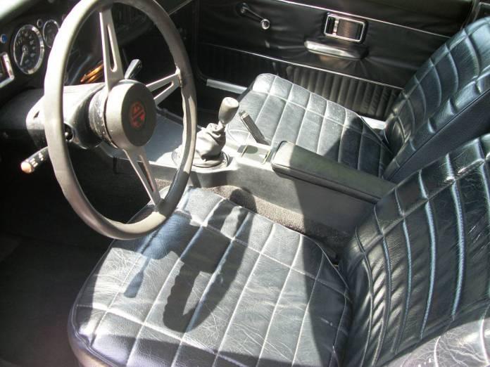 1973 MGB GT interior
