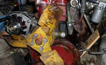 MGB GT engine, very dirty and oil leaks