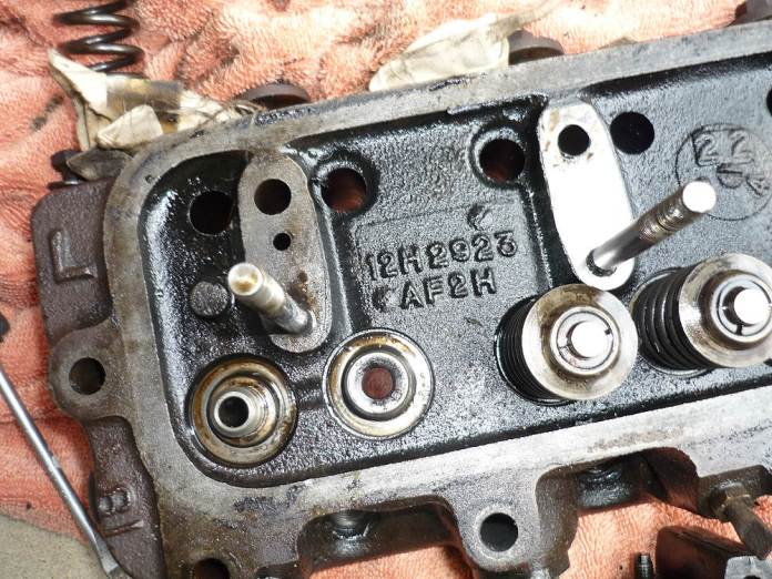MGB 12H2923 cylinder head with rocker arm assembly removed
