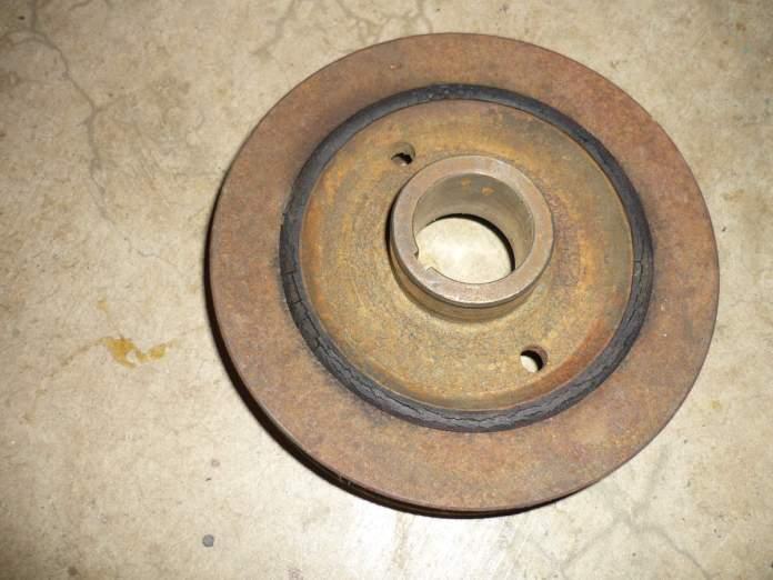 1967 MGB 18GB harmonic balancer with cracked rubber