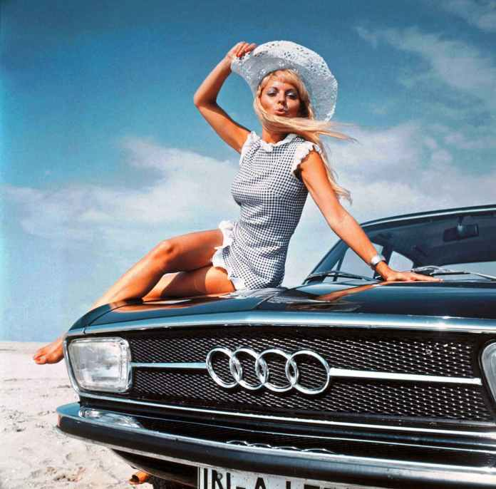 Audi 100 girl sitting on the hood