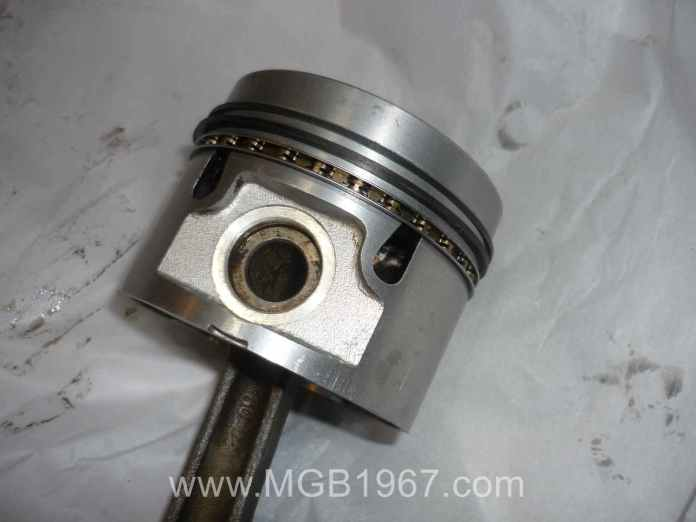 MGB 18V Piston