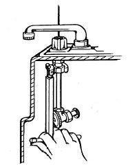utilizzo-chiave-per-lavabo-dadi-rubinetti