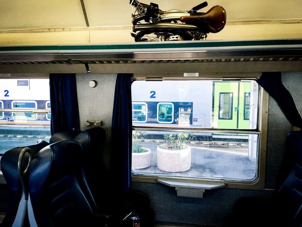 La Brompton nella cappelliera sul treno