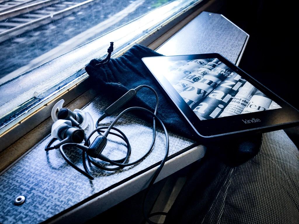 Kindle Vojage e Bose In-Ear per sofravvivere al baccano
