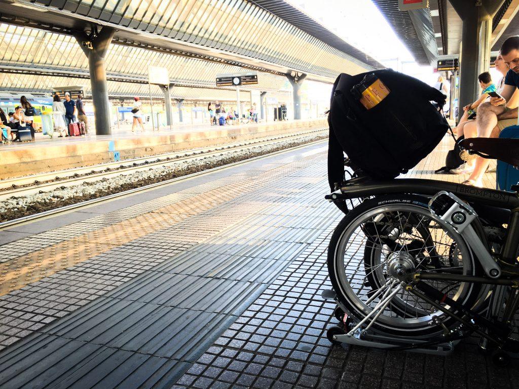 In Bici Brompton sui binari della Stazione