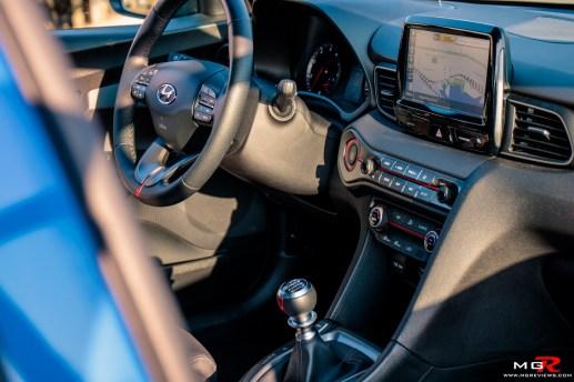 2019 Hyundai Veloster Turbo-22