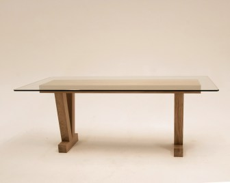 6 Seater dining room table made in Solid european oak. The top is made from 12mm toughened glass