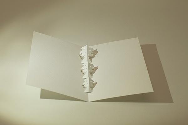 Carte en kirigami, motif Arbres, vue de dessus