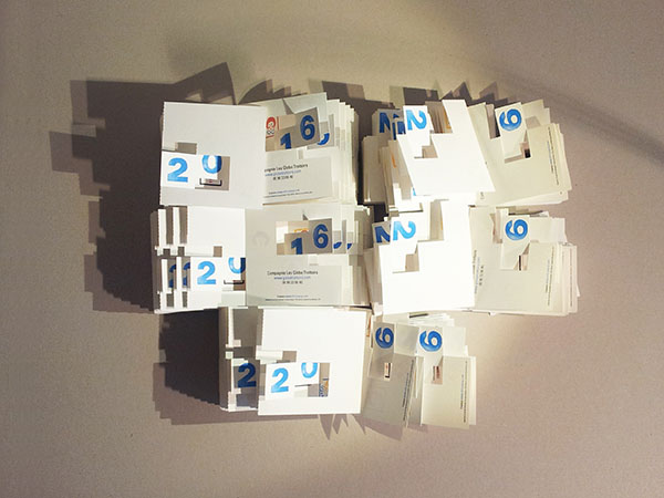 Cartes découpées et pliées avant livraison