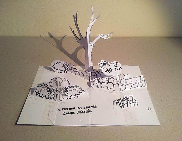 """Projet de livre pop-up """"Variation pour un loup et un jardin potager"""", maquette de la page 4 de février 2016, vue de face avec la lande, le loup, arbre et moutons"""