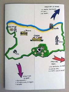 Carte d'anniversaire personnalisée en pop-up, version de travail démontable en couleurs, pliée.
