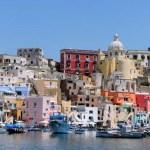 Port de Procida, Italie, photo trouvée sur internet. Modèle pour la réalisation d'une carte d'anniversaire personnalisée.