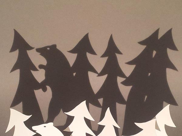 Ombres projetées, décorations de Noël, ours dans les sapins