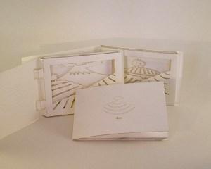 Série des 3 cartes Dioramas Plantation de thé Japon, Sri Lanka et Chine. Cartes déployées et motif en gravure laser